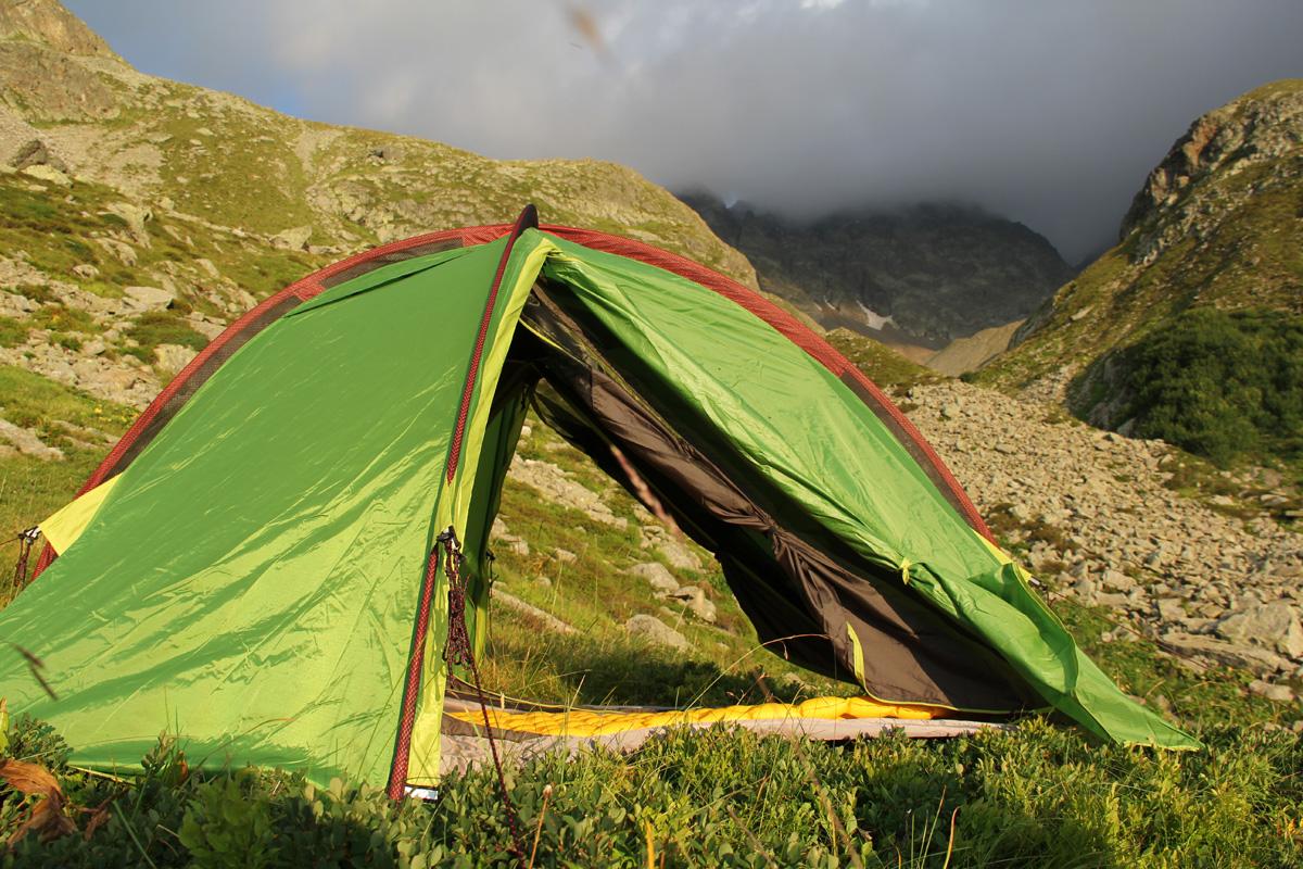 Quechua Zelt Quickhiker 2 : Test tente de randonnée quechua places quickhiker ii verte