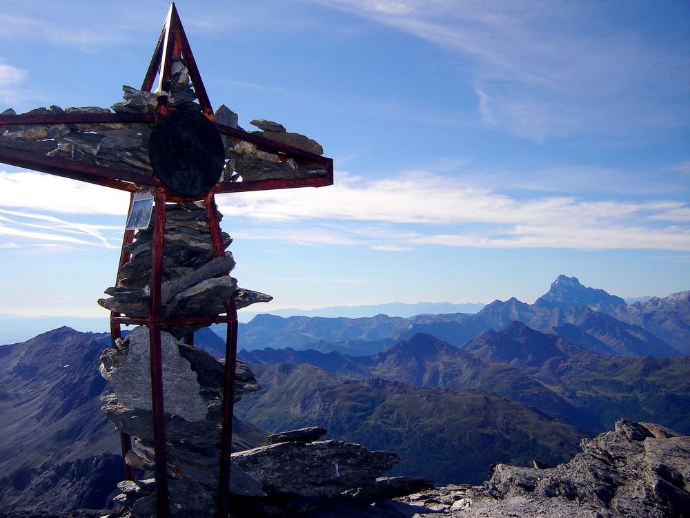 La Croix et le Mont Viso.