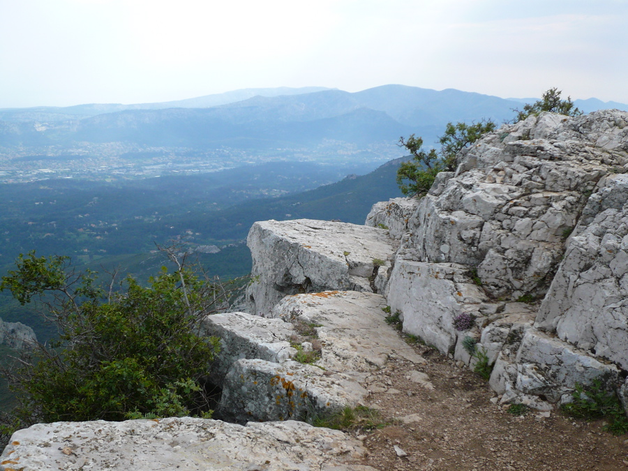 Le garlaban 714m par lascours randonn e massifs de l - Point p aubagne ...
