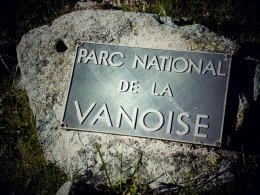 Plaque du Parc national de la Vanoise (juste avant le point 2431).