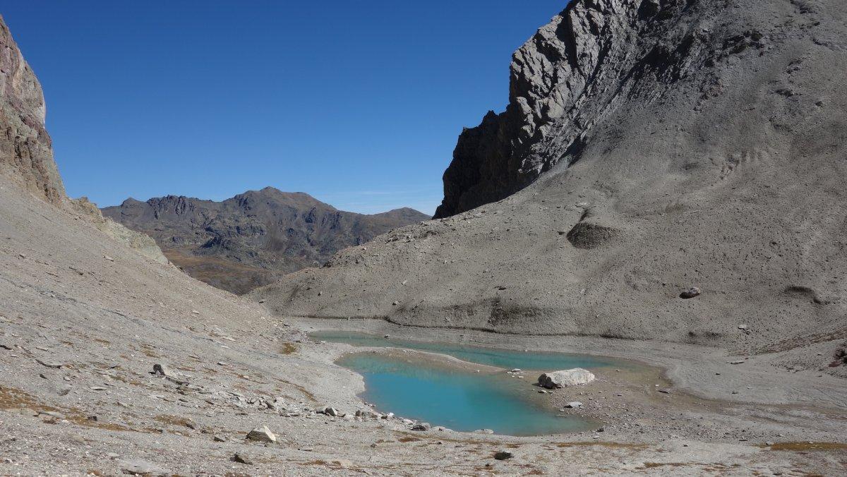Le lac des b raudes et le lac rouge 2585m randonn e cerces - Passage bleu laval ...