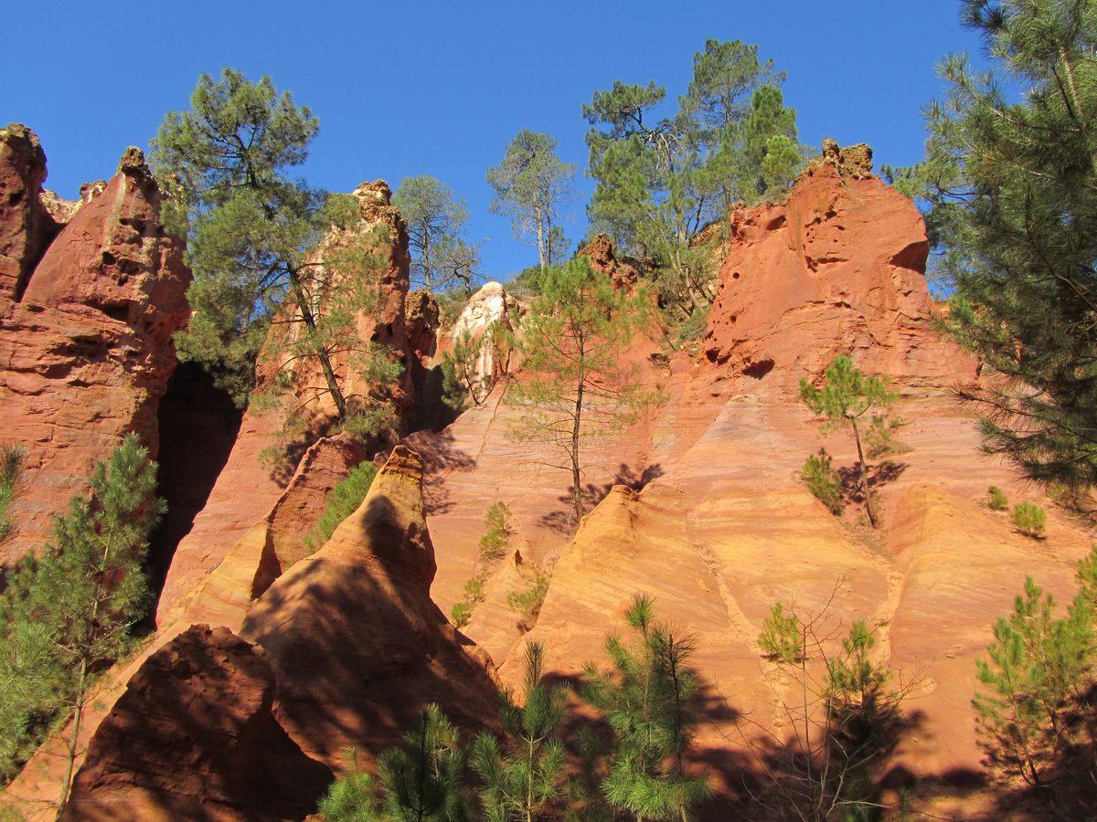 Falaise D Ocre De Roussillon Parc Naturel Regional Du Luberon Randonnee Monts De Vaucluse