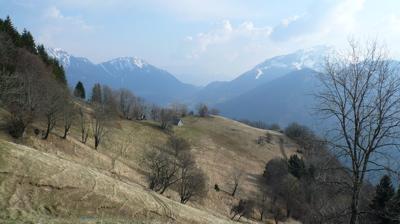 L'alpage du Chênay et les Bauges au fond.