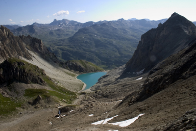Le lac des Béraudes, vue depuis la montée au col.