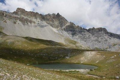 De bien beaux lacs dans une ambiance entre alpages et crête minérale