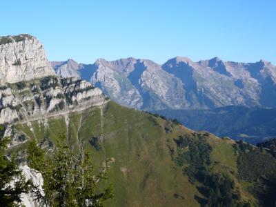 Roc des Tours et Aravis depuis le sommet.