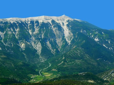 Beau comme un rêve : le versant Nord du Mont Ventoux haut de 1500m.
