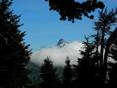 Le Grand Ferrand, se fait une spécialité de retenir les nuages.