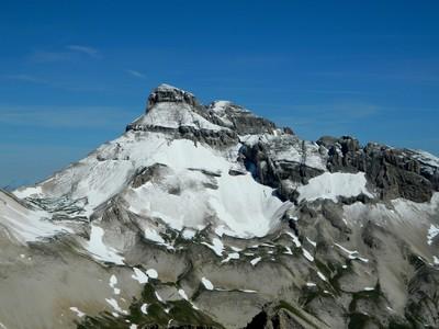 Vu depuis le Rocher Rond : le Grand Ferrand, poudré de neige fraîche.