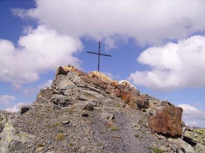 La croix sommitale du mont Valezan