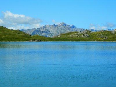 Le lac de l'Ascension, la Tête de Vautisse et le Pic de Rochelaire.