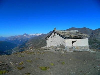 Perchée à  2973 mètres d'altitude, la chapelle de Tierce surplombe Bessans.