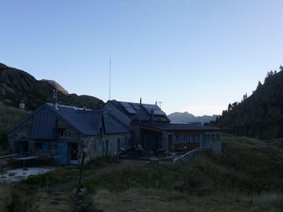 Le refuge d'en Beys au lever du soleil