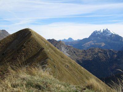 Le sommet devant les Dents du Midi.