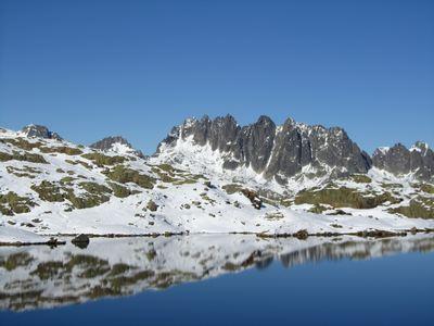 Le lac Bramant et les Aiguilles de l'Argentière.