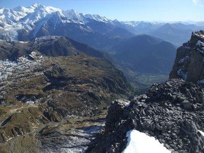 Un magnifique point de vue sur les aiguilles rouges et le massif du Mont-Blanc.