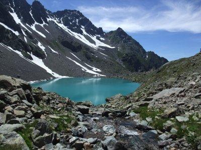 Grande boucle couvrant l'essentiel des lacs de Belledonne sud.