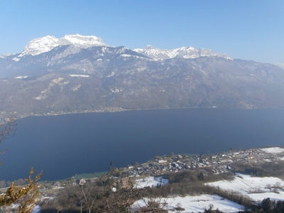 Le lac d'Annecy et la Tournette depuis le crêt du Bourg