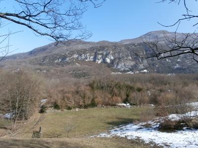 Le mont de la Charvaz vu en montant au Plat.