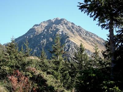 Le sommet des Grands Moulins et son arête nord-ouest.