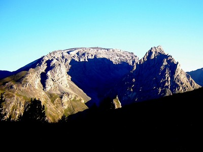 La Mortice, au lever du Soleil, vue depuis la montée au refuge de Chambeyron.